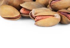 Pistacja w nutshell odizolowywającym na białym tle, skład pistacje wielkie dla zdrowego i żywienioniowego odżywiania obrazy stock