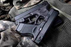 Pistal自动短的手枪 免版税库存图片