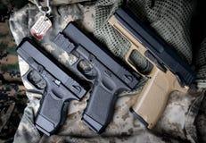 Pistal自动短的手枪 库存图片
