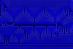 Pistas conductoras en la placa madre de la macro impresa del cierre de la placa de circuito fotografía de archivo libre de regalías