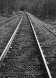 Pistas de ferrocarril blancos y negros Imagenes de archivo