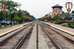 Pistas de ferrocarril de la aldea Foto de archivo libre de regalías