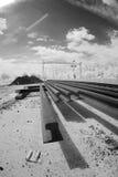 Pistas de ferrocarril en la luz infrarroja Imagenes de archivo