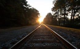 Pistas de ferrocarril en la salida del sol en Virginia Foto de archivo