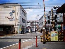 Pistas de ferrocarril en las calles de Uji Foto de archivo