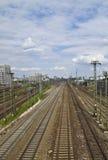 Pistas de ferrocarril a la central Fotografía de archivo libre de regalías