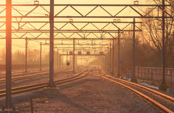 Pistas de ferrocarril soleadas fotos de archivo