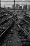 Pistas de ferrocarril viejas en la ciudad Imágenes de archivo libres de regalías