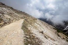 Pistas de las montañas de Tre Cime di Lavaredo Drei Zinnen, Italia Fotografía de archivo