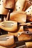 Pistas de madera viejas del zapato Foto de archivo libre de regalías