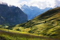 Pistas de senderismo cerca de Kleine Scheidegg cerca de Grindelwald, Suiza Foto de archivo libre de regalías