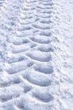 Pistas del neumático en la nieve foto de archivo libre de regalías