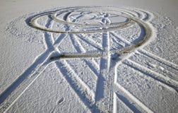 Pistas del neumático en nieve Foto de archivo