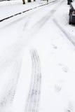 Pistas del neumático en nieve Imagen de archivo libre de regalías