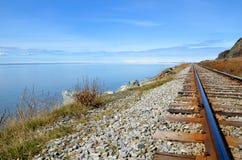 Pistas del tren en Alaska fotos de archivo