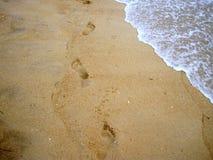 Pistas en una playa Fotos de archivo libres de regalías