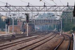 Pistas ferroviarias cerca del stataion de Stafford en el noroeste BRITÁNICO Fotografía de archivo