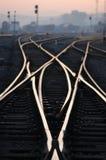 Pistas ferroviarias en amanecer Fotos de archivo