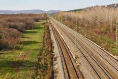 Pistas ferroviarias a la distancia Imagenes de archivo