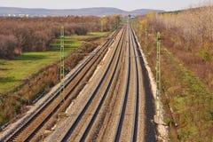 Pistas ferroviarias a la distancia Imagen de archivo libre de regalías
