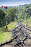 Pistas ferroviarias y señales Fotografía de archivo