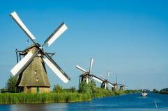 Pistas holandesas hermosas del molino de viento Imágenes de archivo libres de regalías