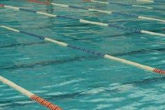 Pistas individuales en la piscina Fotos de archivo