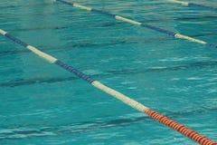 Pistas individuales en la piscina Fotos de archivo libres de regalías