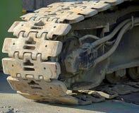 Pistas resistentes de una máquina de la construcción Fotografía de archivo