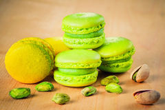 Pistasch- och citronmakron Royaltyfri Bild