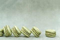 Pistasch smaksatta Macarons Arkivfoton