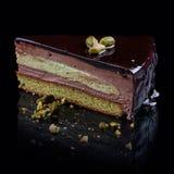 Pistaschkex med chokladkräm-mousse arkivbild