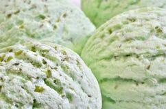 Pistazien-Eiscreme, Schaufeln der Eiscreme, Makro Lizenzfreies Stockbild