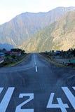 Piste à l'aéroport de Lukla Image libre de droits