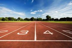 Piste courante d'athlétisme photo libre de droits
