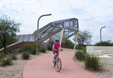 Piste cyclable d'aviation et pont de serpent à sonnettes, Tucson, Arizona photo stock