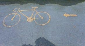 Piste cyclable en stationnement Image libre de droits