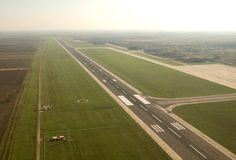 Piste d'aéroport Timisuara - en Roumanie Images libres de droits