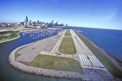 Piste d'atterrissage d'aéroport de Meigs, Chicago, l'Illinois Photo libre de droits