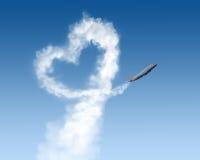 Piste de forme de coeur d'avion sur le bleu Photos stock