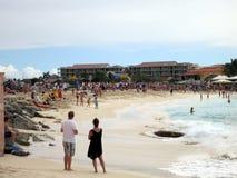 Piste de Maho Beach et d'aéroport Photographie stock libre de droits