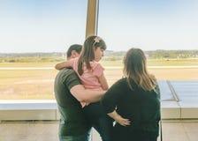 Piste de observation de famille à l'aéroport Image libre de droits
