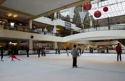 Piste de patinage de Lloyd Center Portland, OU - décembre, 26 2014 photographie stock libre de droits