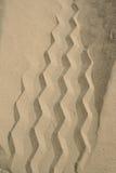 Piste de pneu dans le sable Photographie stock