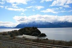 Piste del treno che passano l'allerta del punto del beluga Immagine Stock
