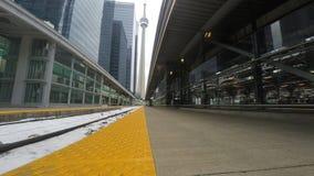 piste del treno di 4K UltraHD alla stazione del sindacato a Toronto, Canada stock footage