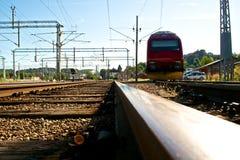 Piste del treno e chiarore del sole Immagini Stock Libere da Diritti