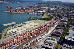 Piste del treno e terminale del trasporto Immagini Stock Libere da Diritti