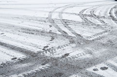 Piste della gomma nella neve Fotografie Stock