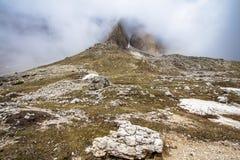 Piste delle montagne di Tre Cime di Lavaredo Drei Zinnen, Italia Fotografia Stock